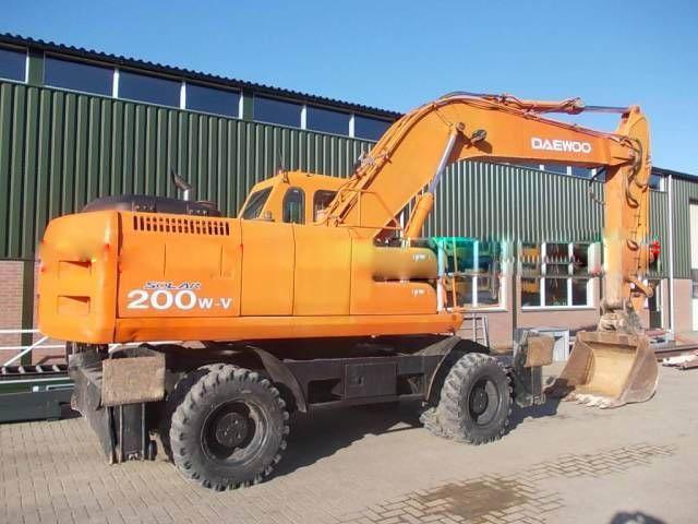 大宇200-5轮胎挖掘机整车