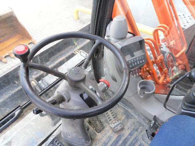 日立ZX210-3轮胎挖掘机驾驶室
